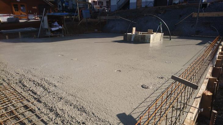 Die Bodenplatte wird gegossen