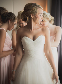 Bride with Bridemaids Getting Ready Portraits Iheart Studio