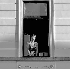 During ten weeks, every evening at 20:05, opera diva Annelies Buyssens sang an aria for her neighbors.