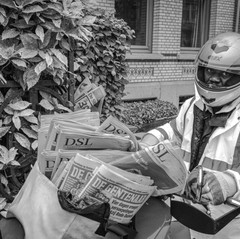 08:30 - saturday morning    On saturdays, the newsboy brings me my paper, some three hours later than at weekdays.  I asked him if one day I could join him on his round.