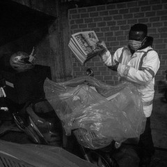 03:50    As Prince has the round the nearest to the distribution centre, he's almost the latest to leave.   No luck today, it rains.  Some 300 newspapers have to be delivered.