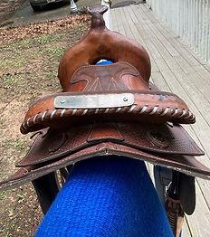 lace saddle cantle.jpg