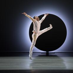 EN, Choreography by Jessica Lang                                  Photo by Paul Kolnik