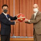 2021.07.12 東成区内中学校へバスケットボール寄附に対する大阪市長感謝状贈呈式を行いました