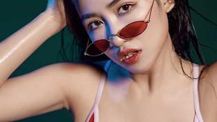 Trang Moon ngực khủng với bikini nuột nà tại hồ bơi khiến người xem bỏng mắt