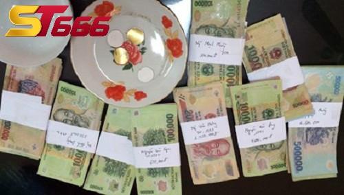 Giao dịch tiền mặt tại bàn chơi xóc đĩa