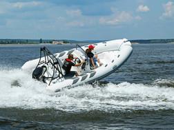 BRIG Navigator 485 on water 7