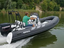 BRIG Navigator 485 on water 4