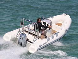 BRIG Navigator 485 on water 2