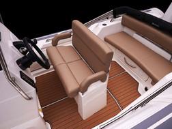 BRIG_Eagle_670_cockpit_seating