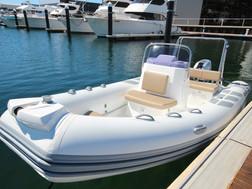 BRIG Navigator 485 on water 3