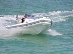 BRIG Navigator 485 on water 6