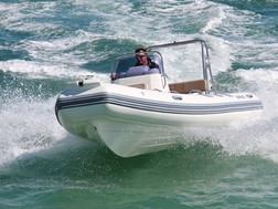 BRIG Navigator 485 on water 1