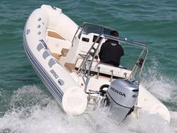 BRIG Navigator 485 on water 5