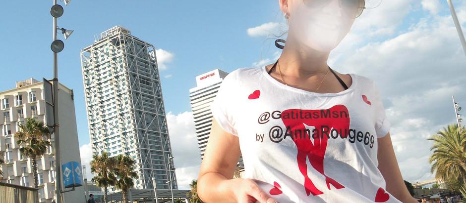 Anna Rouge se pasea por Barcelona con una camiseta dedicada a GatitasMSN
