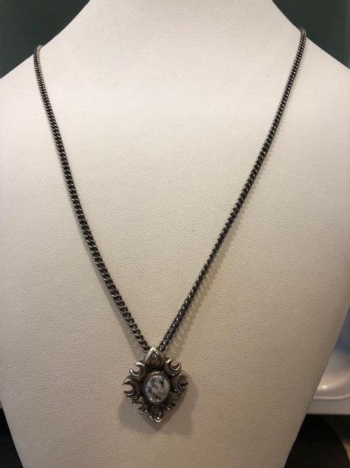 ホワイトターコイズ 蓮の花フレーム ネックレス