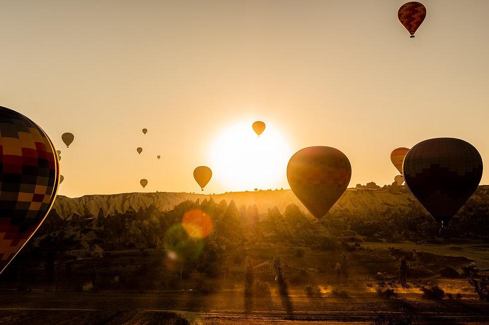 hot-air-balloons-4561271_1920.jpg