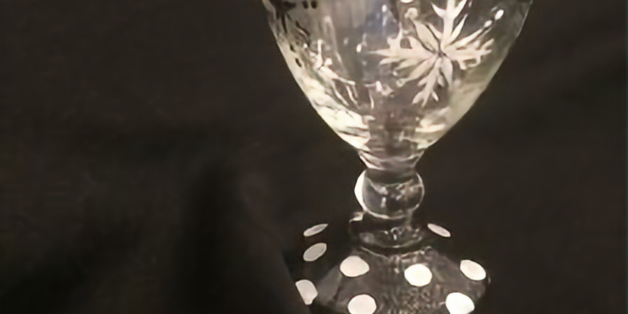 Paint a Snowflake Wine Glass