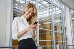 woman-texting-Platinum Edge Media