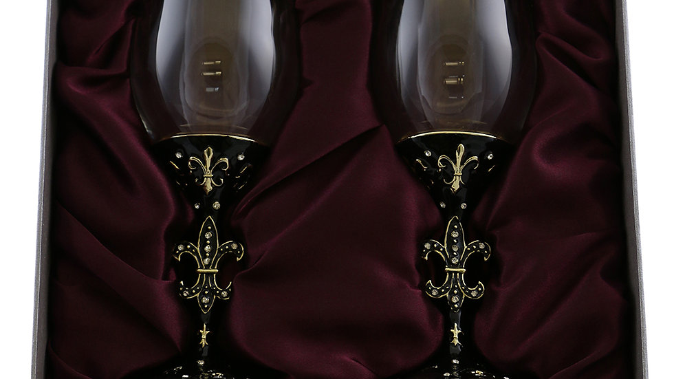 PAIR OF WINE GLASSES, FLEUR DE LIS