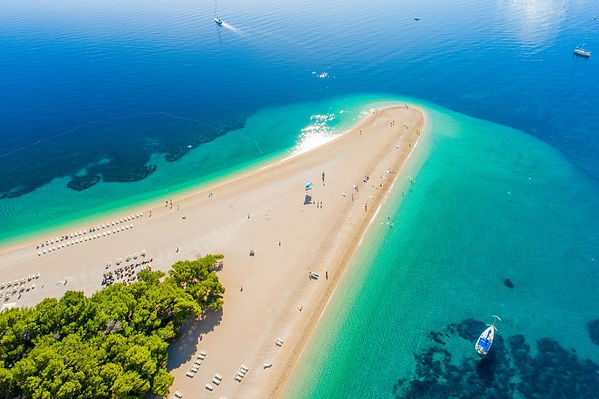 aerial-view-of-beach-on-peninsula-in-cro