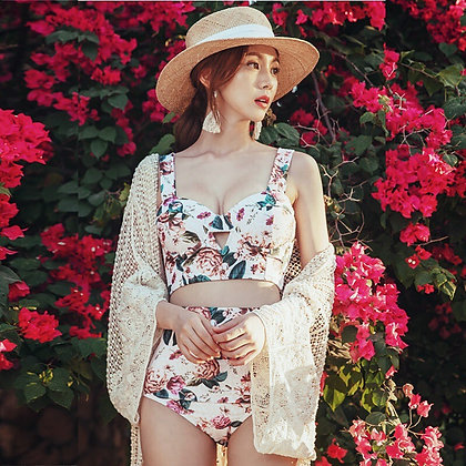 Bikini Flora nude