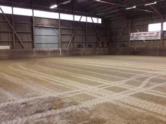 Bodenpflege - Reithalle Stall von Büren