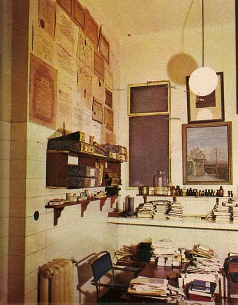 1967._Primer_laboratorio_del_tío_Carlos,_conservado_en_su_casa.(reportaje_Blanco_y_Negro)