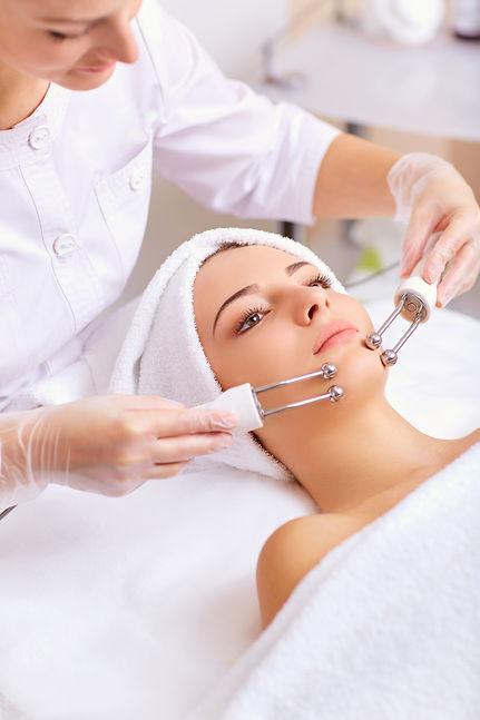 facial skincare procedure mikrostrom microcurrent