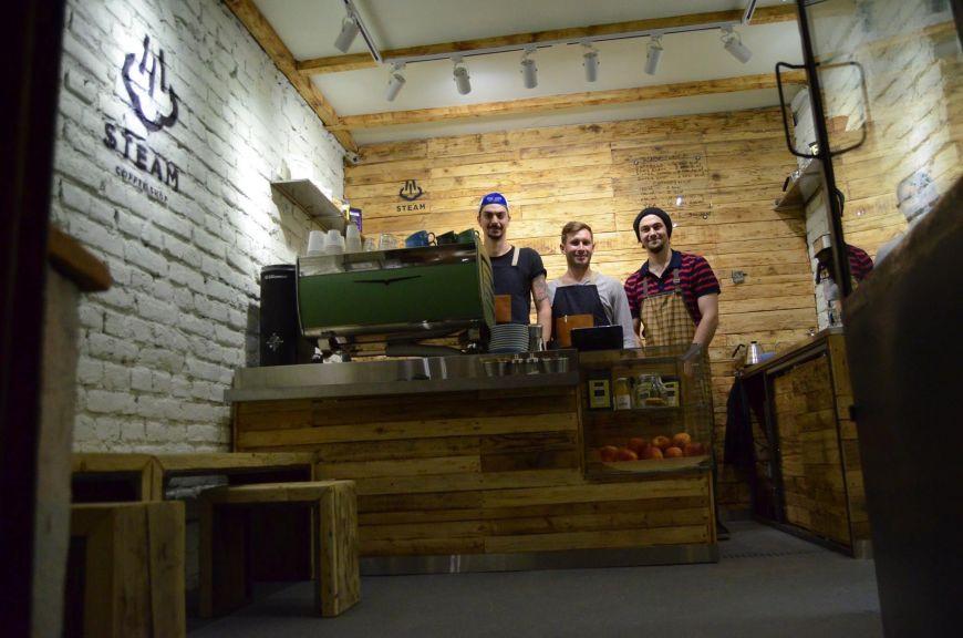 cum-arata-cel-mai-mic-coffee-shop-din-bucuresti-doi-barista-cu-experienta-intern