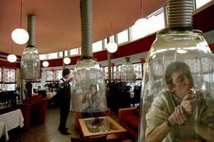 Legea care interzice total fumatul in spatiile publice, adoptata de Senat