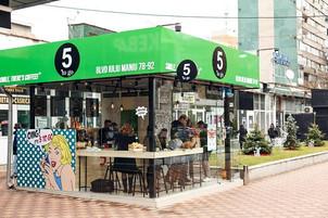 Fondatorii lanțului de cafenele 5 to go planuiesc deschiderea a inca 100 de unitati in Romania!