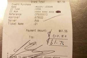 A primit de la un client un bacşis de 0,03% din consumaţie şi a pus nota de plată pe net. Reacţia a