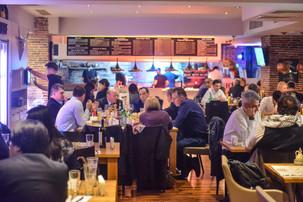 Restaurantele și barurile, după prima zi fără țigări în interior: vânzările n-au scăzut, chiar au fo