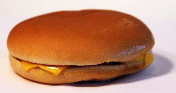 McDonalds-Cheeseburger-Realität-Reality.jpg