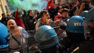 Confruntări violente între proprietarii de restaurante și forțele de ordine in Italia. VIDEO