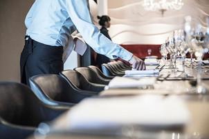 BREAKING: Restaurantele și hotelurile ar putea fi deschise permanent la 100% din capacitate