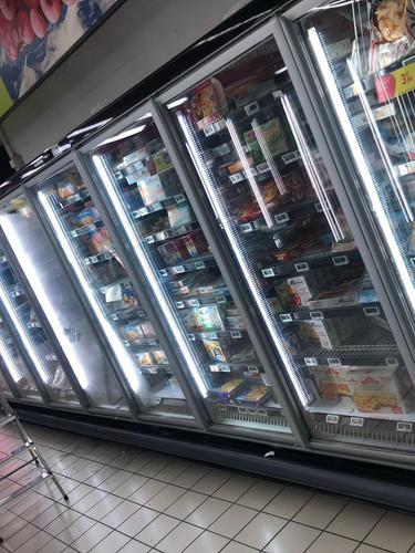 Eclairage LED dans rayons réfrigérateur