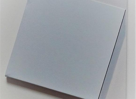Toile carrée blanche sur fond blanc trapézoïdal