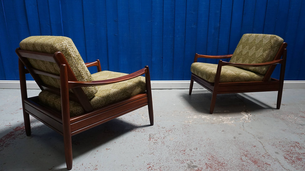 Unique Vintage Danish Loungers in Green Wool, 1960's, Set of 2