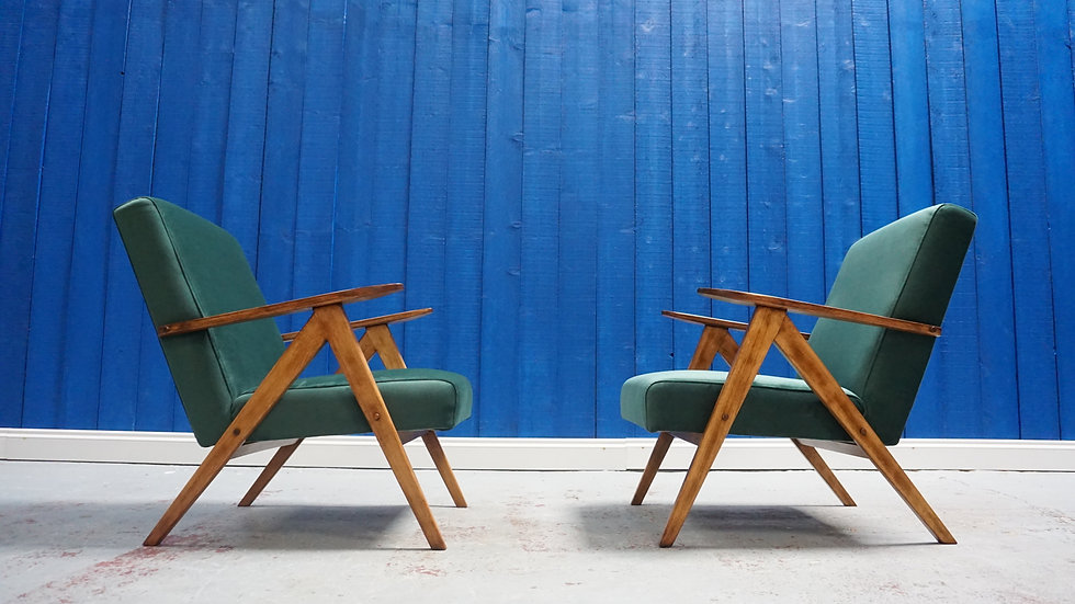 Mid Century Lounge Chairs in Velvet Vintage Design Interior