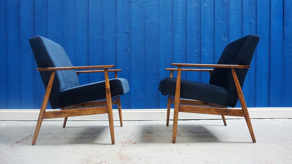 H. Lis Mid Century Armchairs in Navy Blue Velvet 1970's, 1of 2