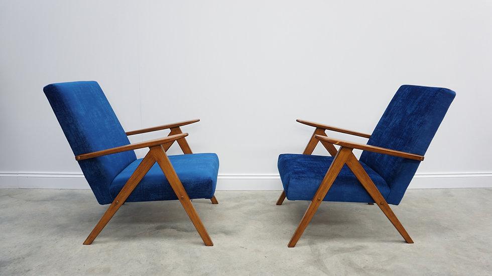 Model B 310 Var Mid Century Easy Chairs in Blue Velvet, 1960, Set of 2