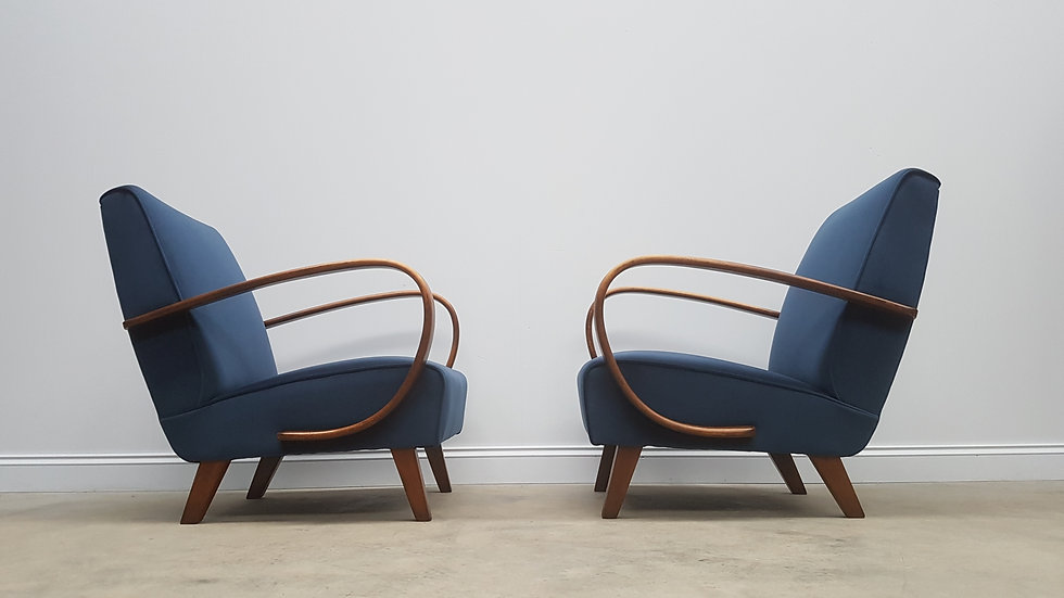 Pair of 1930 Jindrich Halabala Bentwood Armchairs in Blue Velvet, Thonet
