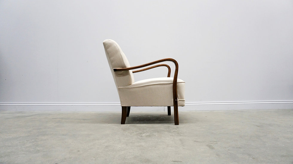 1940 Retro Lounger in Ivory Upholstery Vintage