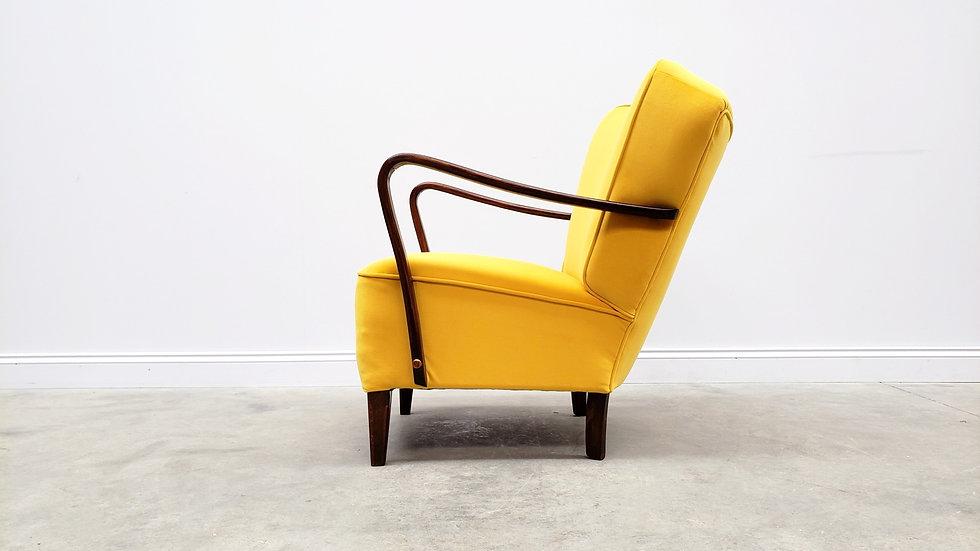 1940 Art Deco Lounger in Yellow Velvet.