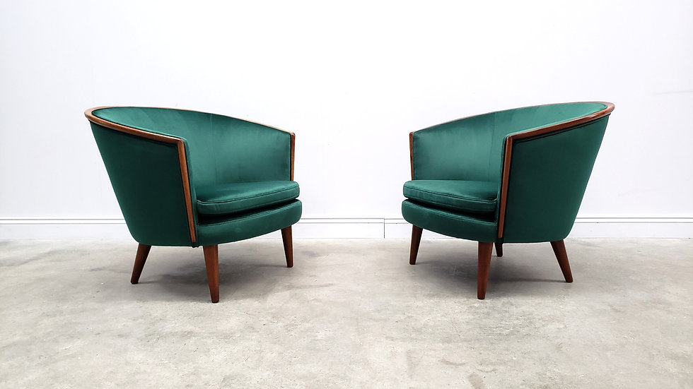 1950 Mid Century French Curved Armchair in Luxury Green Velvet