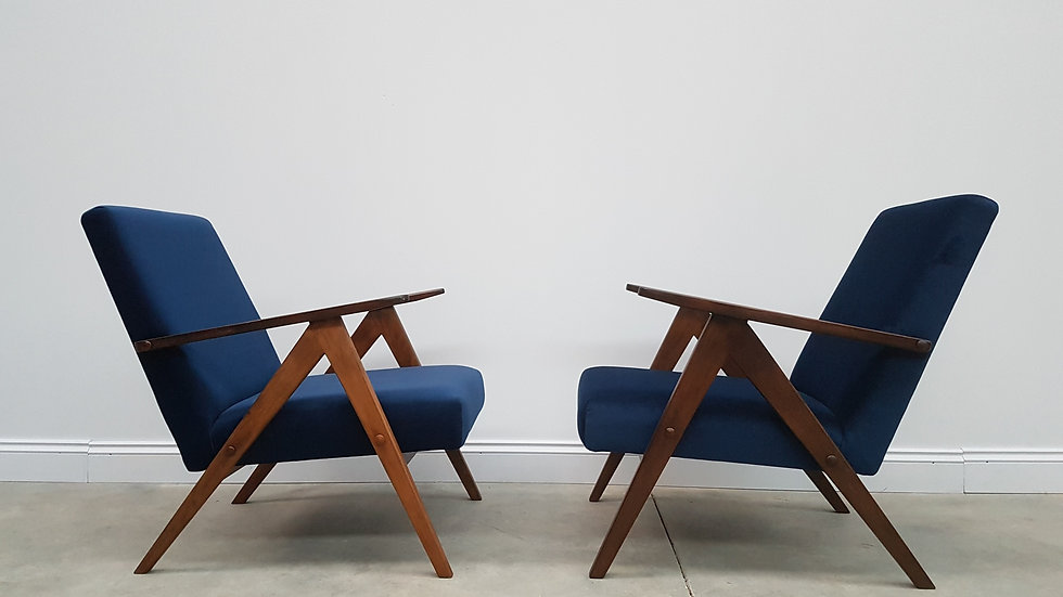 Model B 310 Var Mid Century Easy Chairs in Navy Blue Velvet, 1960, 1 of 2