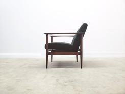 Mid Century Easy Chair in Dark Green Velvet, 1960