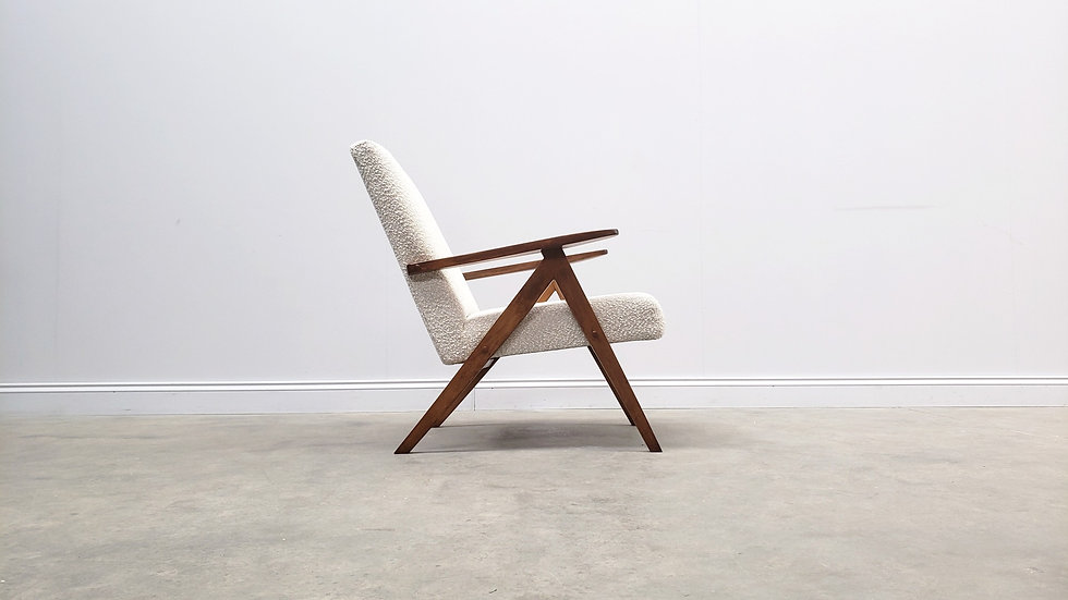 1960 Model B 310 Var Mid Century Chairs in Neutral Boucle